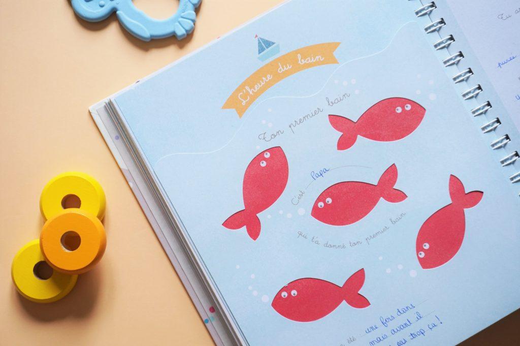 Page spécial premier bain de bébé à noter dans l'album de naissance
